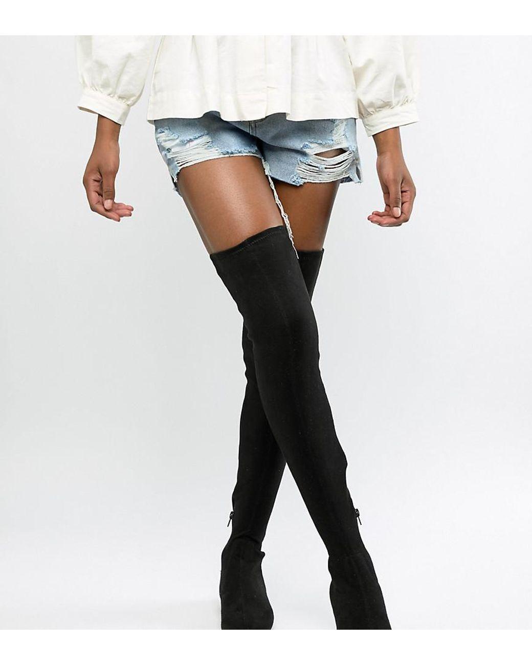 Kniehohe Stiefel mit elastischen Einsätzen und weiter Passform Schwarz