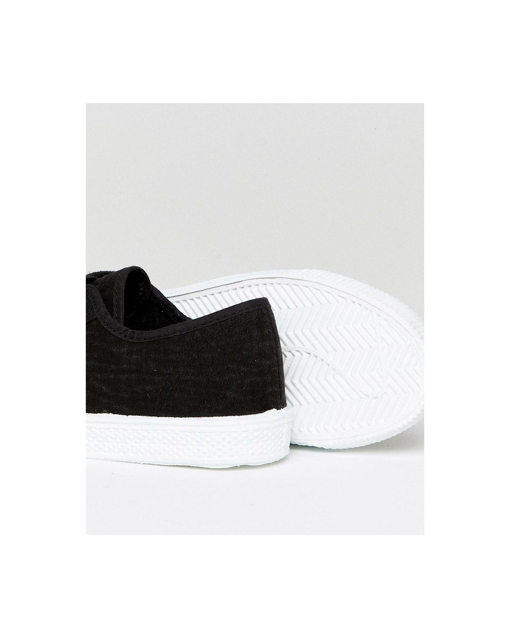 Canvas Shoe With Red Tab in Black