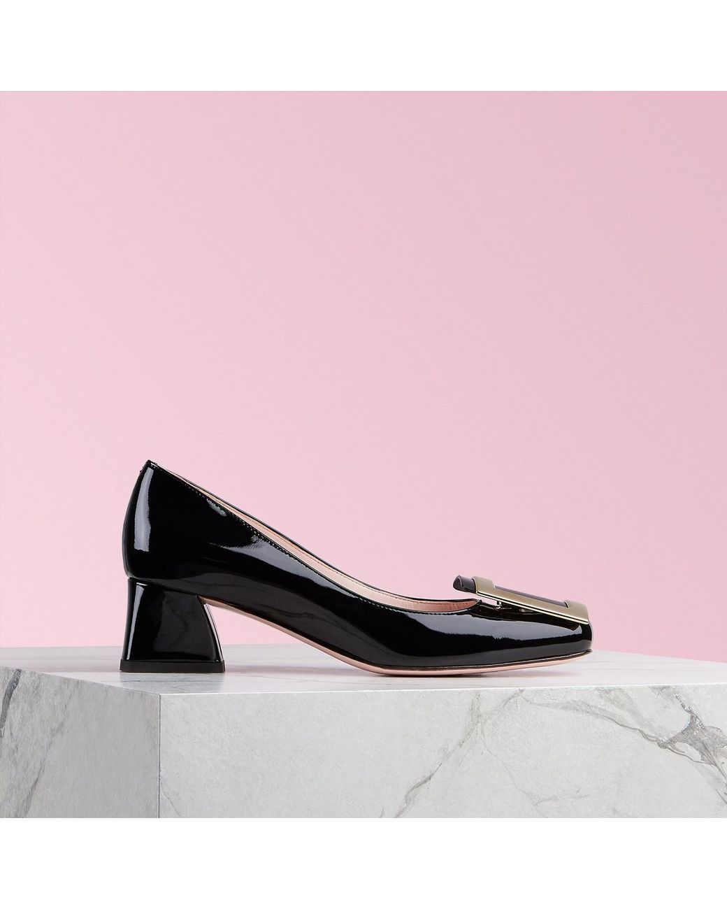 c1e00af936e Lyst - Roger Vivier Très Vivier Metal Buckle Pumps in Black - Save 5%