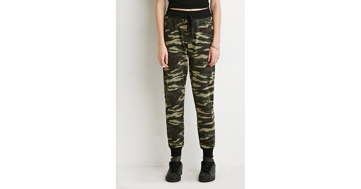 f04f89c4eaca7 Forever 21 Camo Print Sweatpants in Green - Lyst