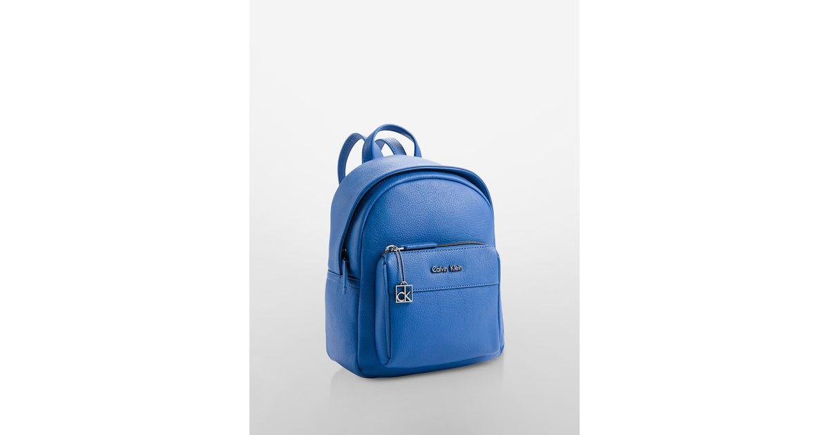 foto de Calvin Klein Hailey City Backpack in Blue - Lyst