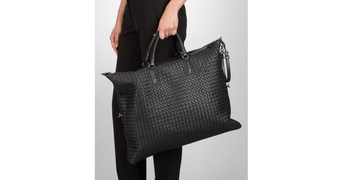ce0a4e12dd80 Bottega Veneta Maxi Convertible Bag In Nero Intrecciato Nappa in Black -  Lyst