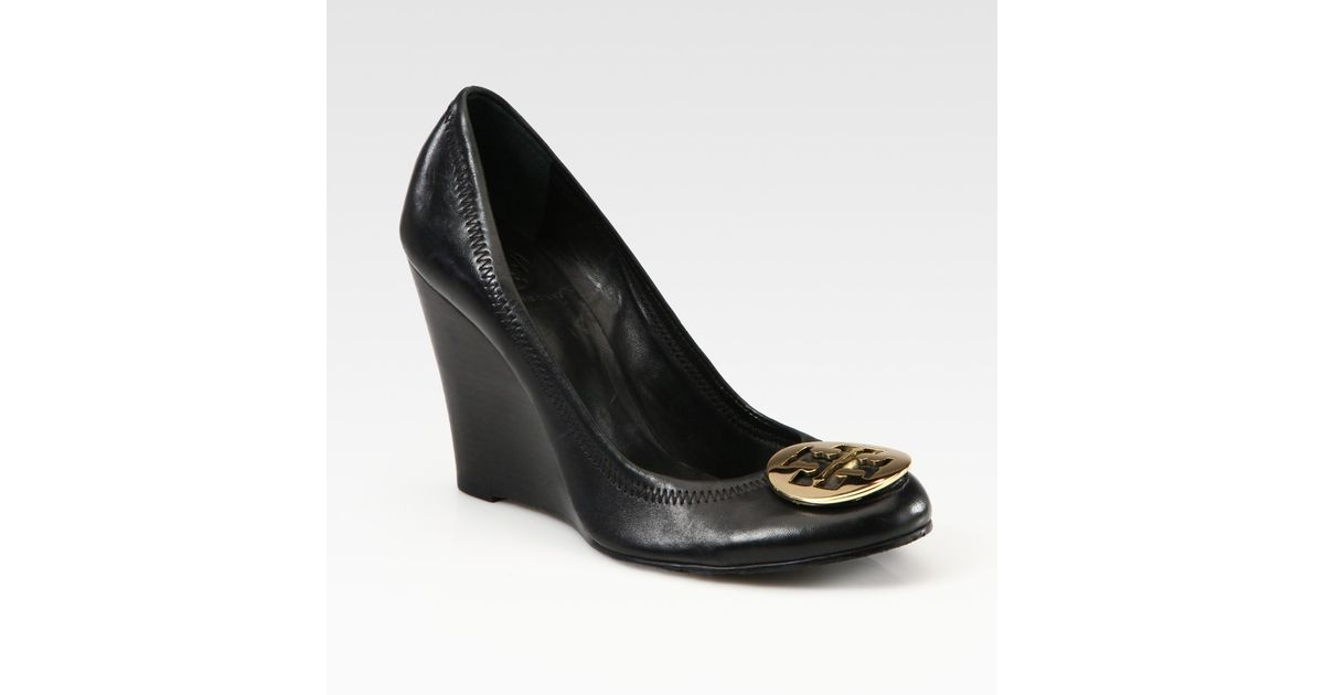 93daf591e6619 Lyst - Tory Burch Sophie Leather Logo Wedge Pumps in Black