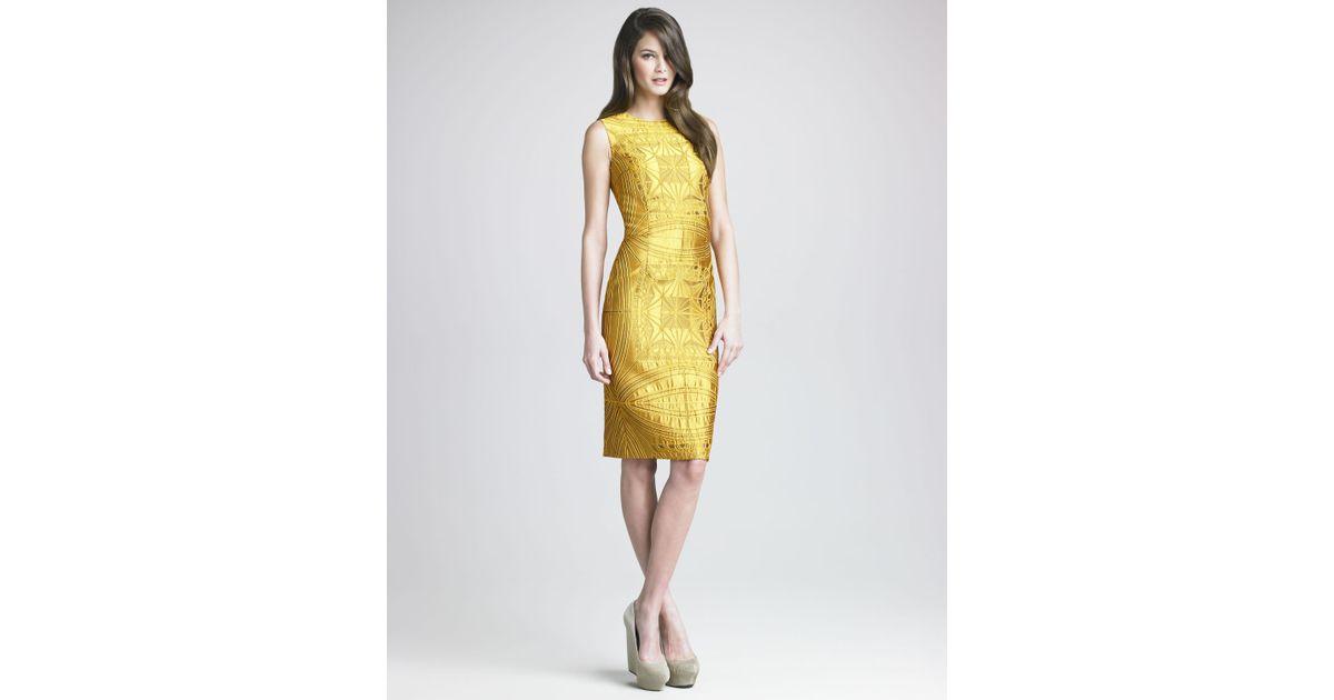 1b46b79a6c04 Vera Wang Vault Brocade Sheath Dress in Yellow - Lyst