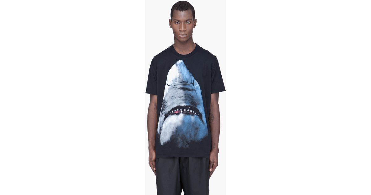 Lyst - Givenchy Shark Print T-Shirt in Black for Men 4eb5f31b36