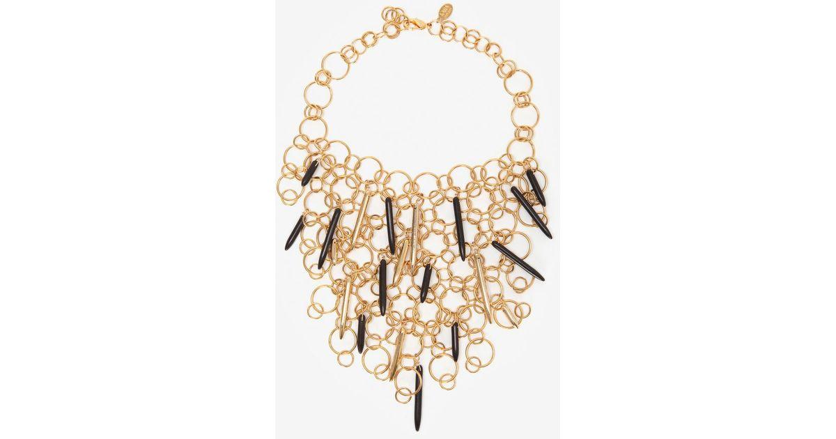 0ec9215505b34 Lyst - Kara Ross Circular Gold Chain Link Bib Necklace with Resin Daggers  in Metallic