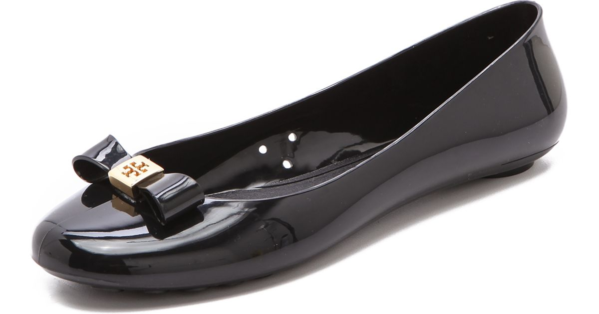812c881cc772 Lyst - Tory Burch Jelly Bow Ballet Flat in Black