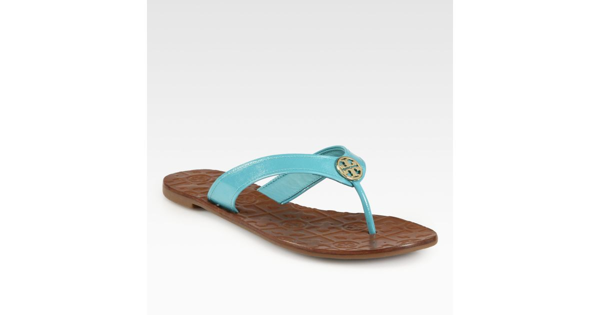 a07889b4d407 Lyst - Tory Burch Thora Patent Leather Thong Sandals in Blue