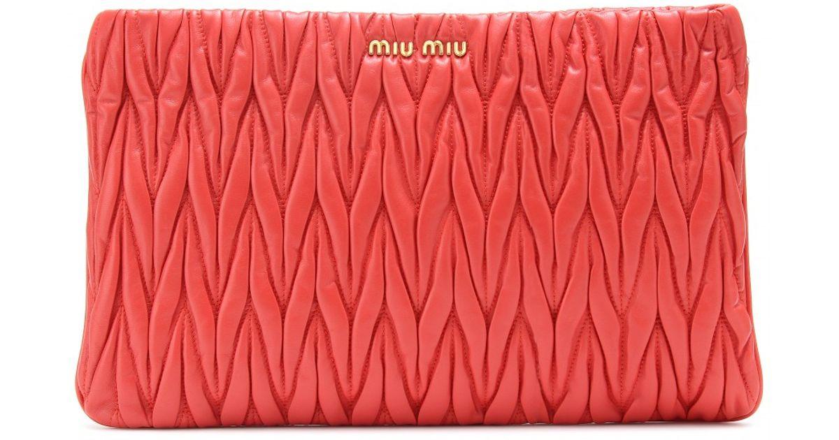 fa6f30fc7844 Lyst - Miu Miu Matelassé Leather Clutch in Red