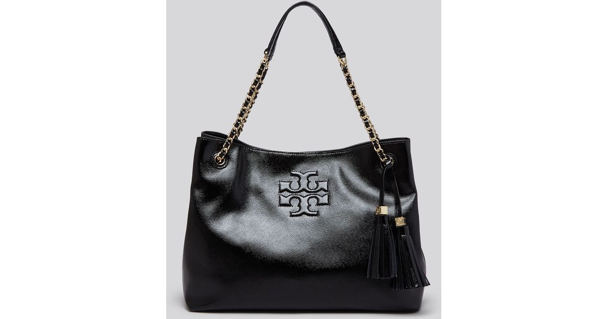 14d9d03a35c Tory Burch Tote - Thea Patent Chain Shoulder Slouchy in Black - Lyst