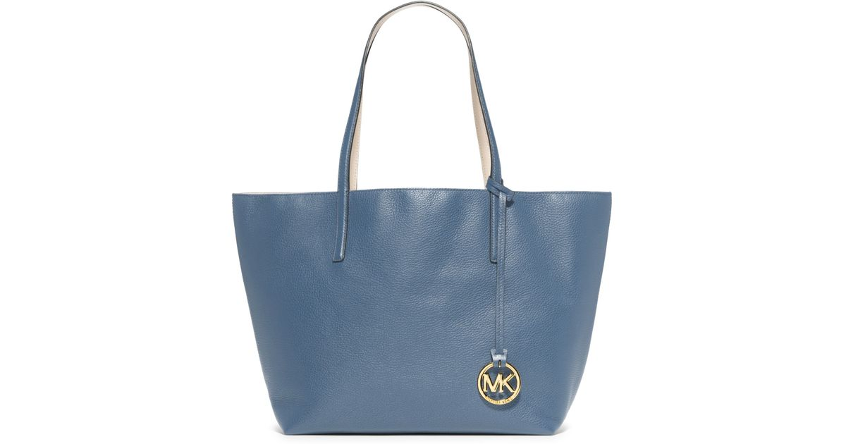 ffacf048caee Michael Kors Izzy Reversible Leather Tote in Blue - Lyst
