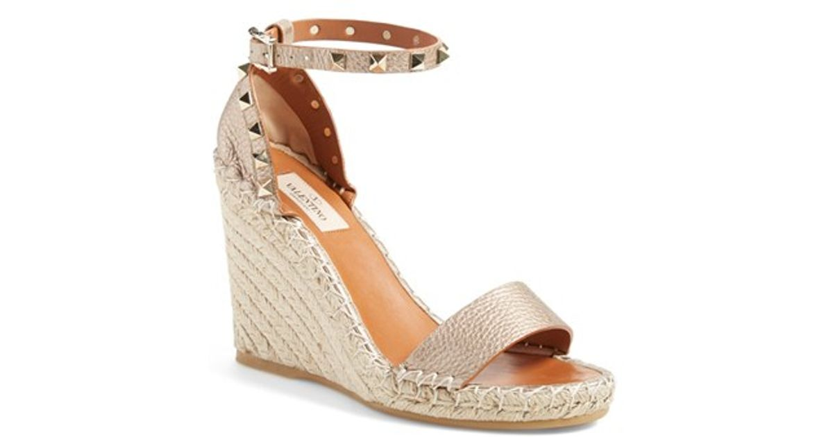 ef75c3f57db6 Lyst - Valentino Rockstud Wedge Espadrille Sandals in Natural