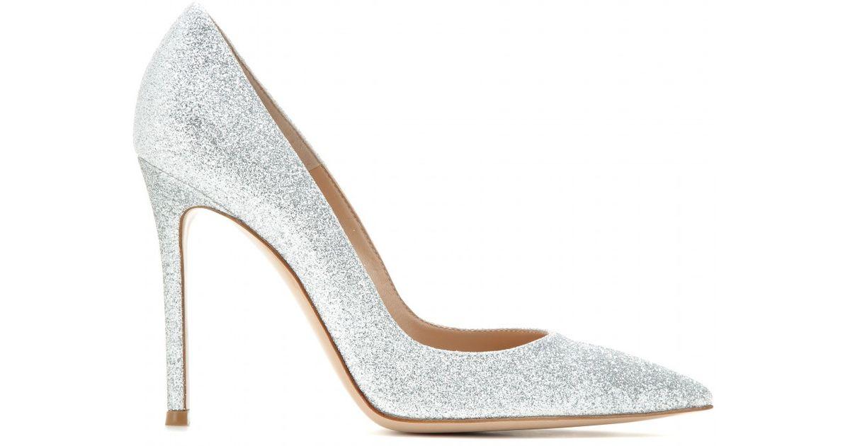 Gianvito Rossi Glitter Pumps in Silver