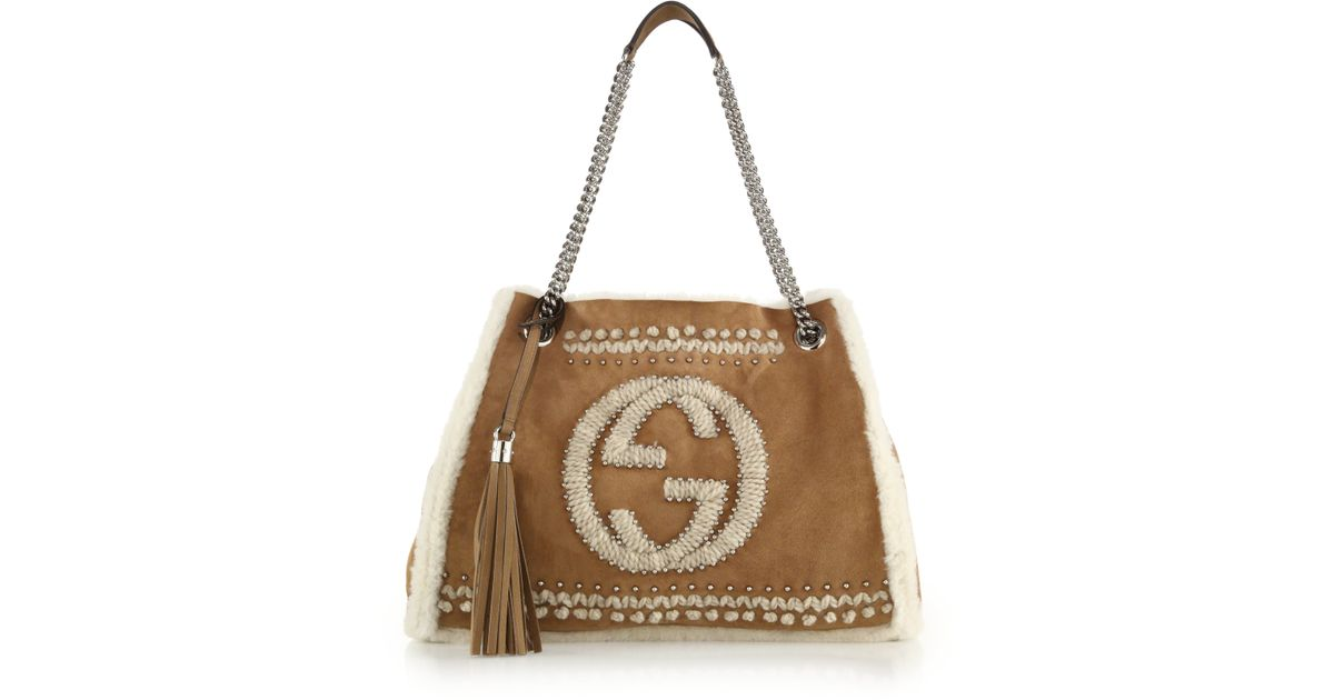 66a64ff9d Gucci Soho Chain Shearling Shoulder Bag in Brown - Lyst