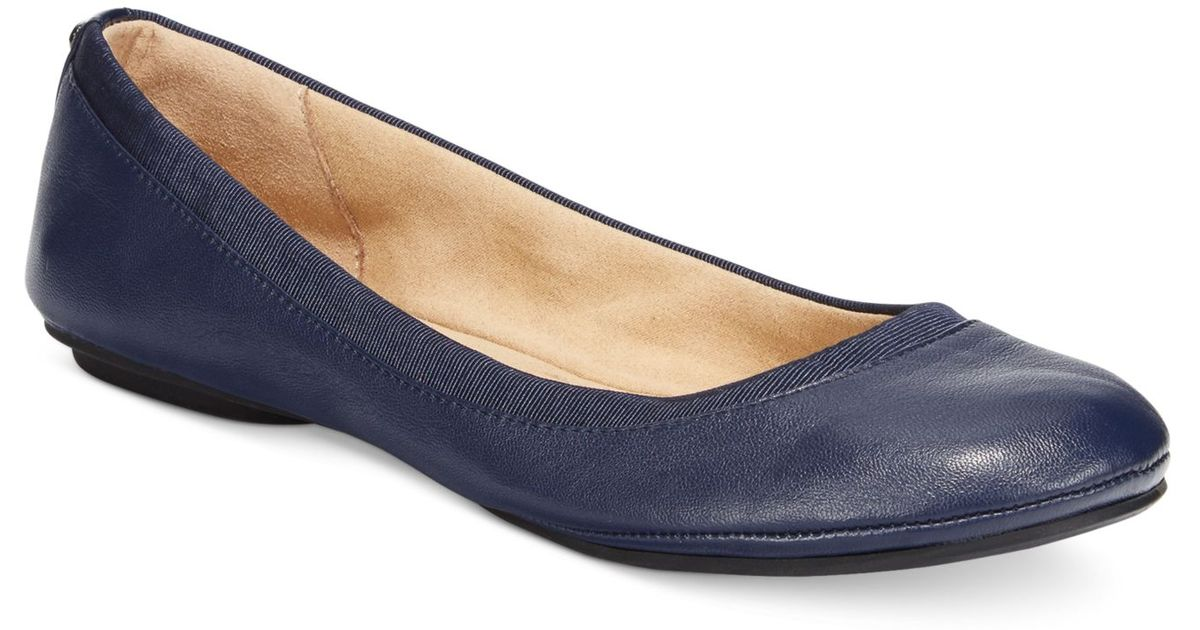 Nothing cheers up your outfit like the simply sweet Cherry 11 Navy Blue Ballet Flats! Soft vegan suede in chic navy blue has a low cut vamp with a round toe. 1/4