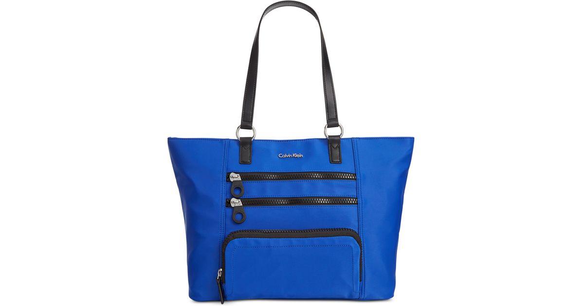 5a0e92a1510 Calvin Klein Chunky Zipper Nylon Tote in Blue - Lyst