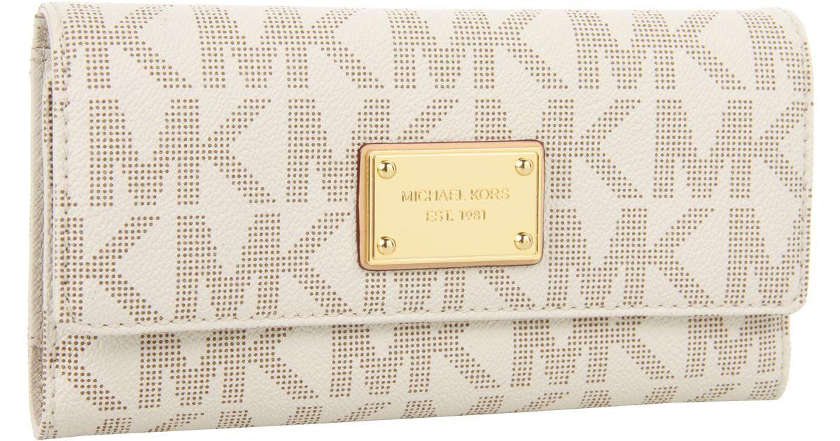 8825169efb07 MICHAEL Michael Kors Jet Set Checkbook Wallet in White - Lyst