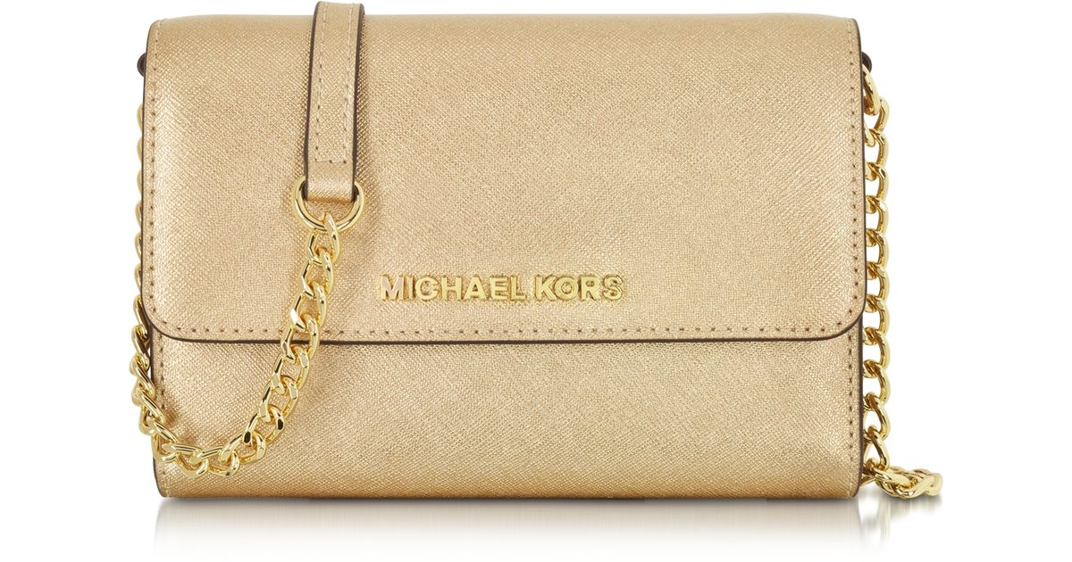 9ae55be9829c4a Michael Kors Metallic Saffiano Leather Jet Set Travel Large Smartphone  Crossbody in Metallic - Lyst