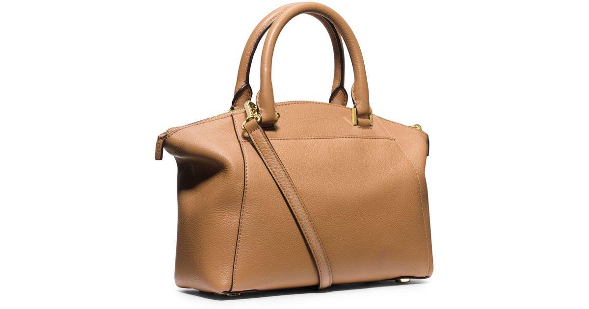 Michael Kors Riley Laukku : Michael kors riley small pebbled leather satchel in brown