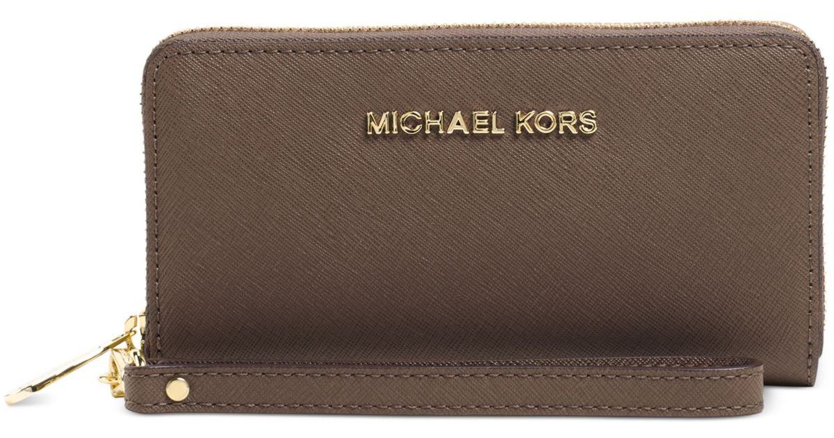 88d84a8971 Michael Kors Michael Jet Set Travel Large Coin Multifunction Phone Case in  Brown - Lyst
