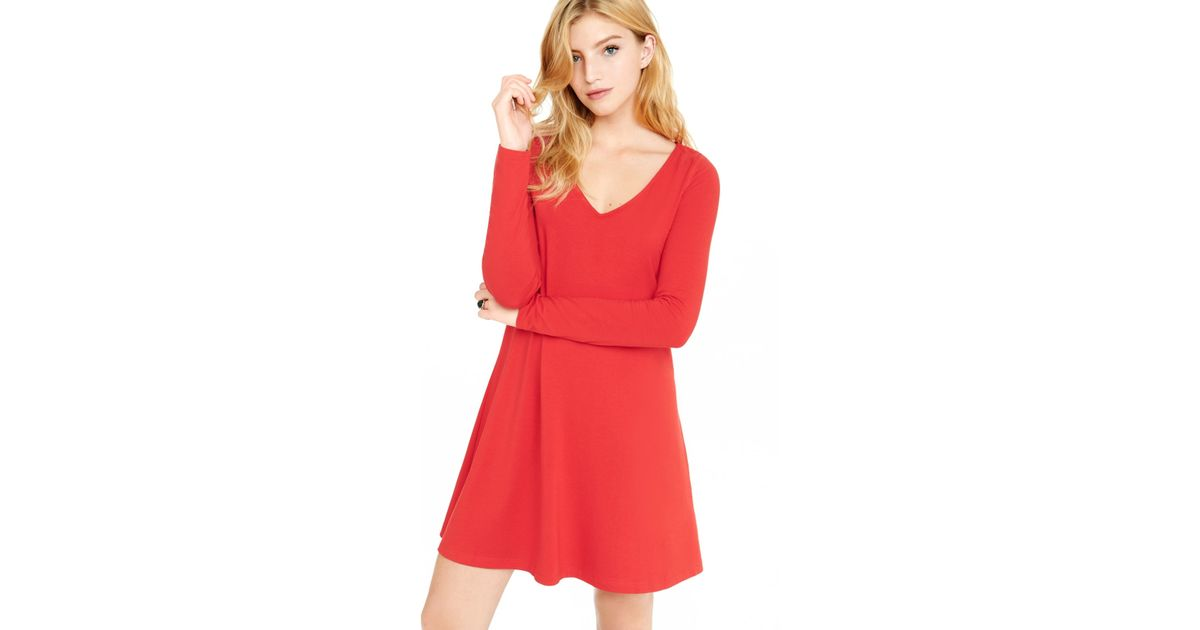 Red v neck long sleeve dress
