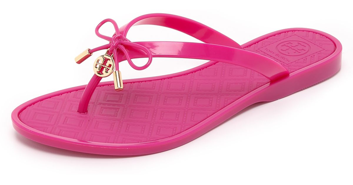 3a04cbb4968f Tory Burch Jelly Bow Thong Sandals in Pink - Lyst