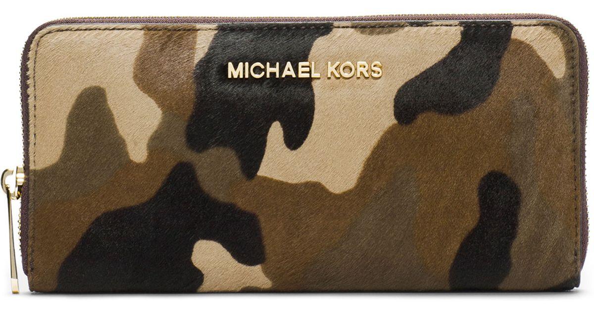 9395fe77375c Michael Kors Michael Jet Set Travel Ziparound Camo Continental Wallet in  Green - Lyst