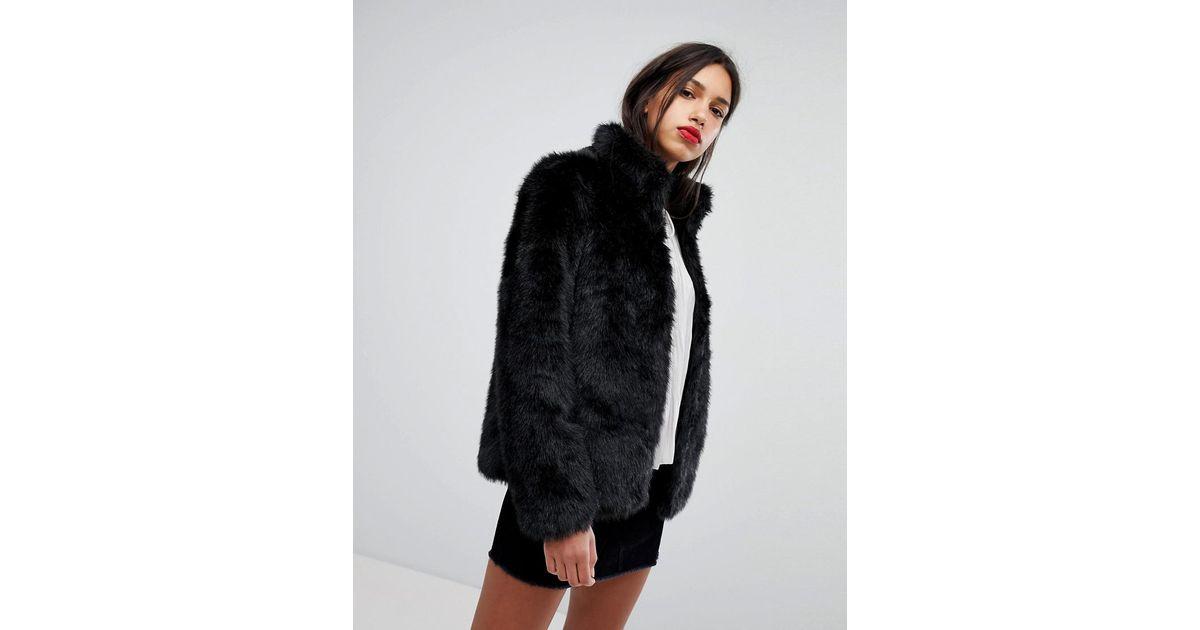 494effdb Vero Moda Short Faux Fur Jacket in Black - Lyst
