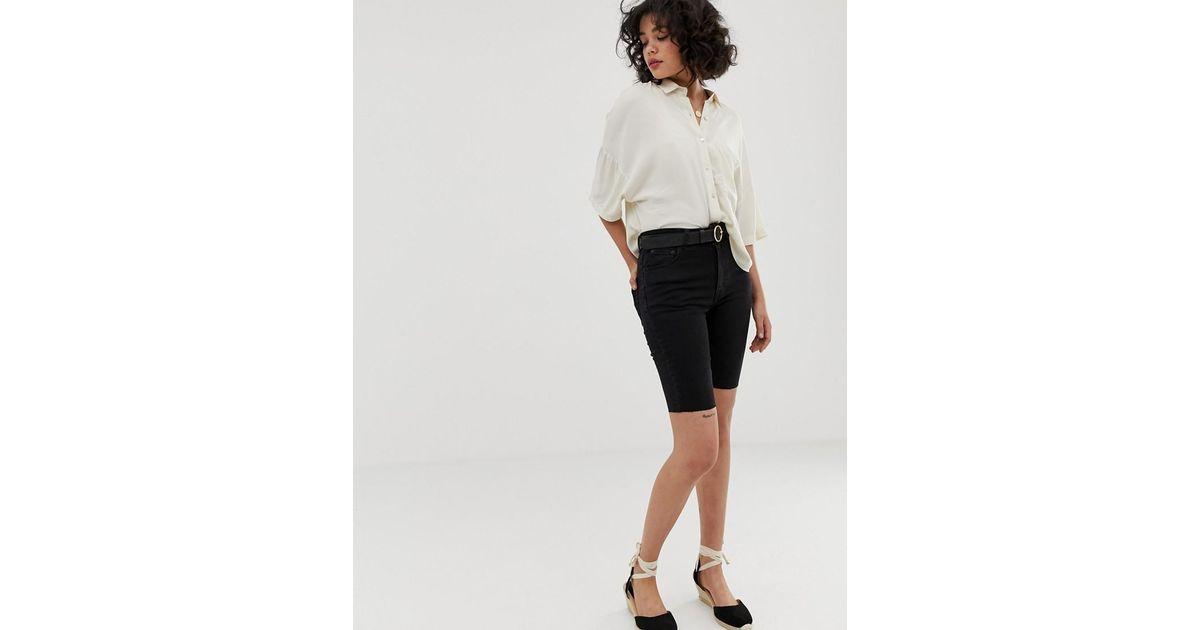 mejor amado d3aa5 789d9 Leggigns vaqueros cortos negros de Pull&Bear de color Black