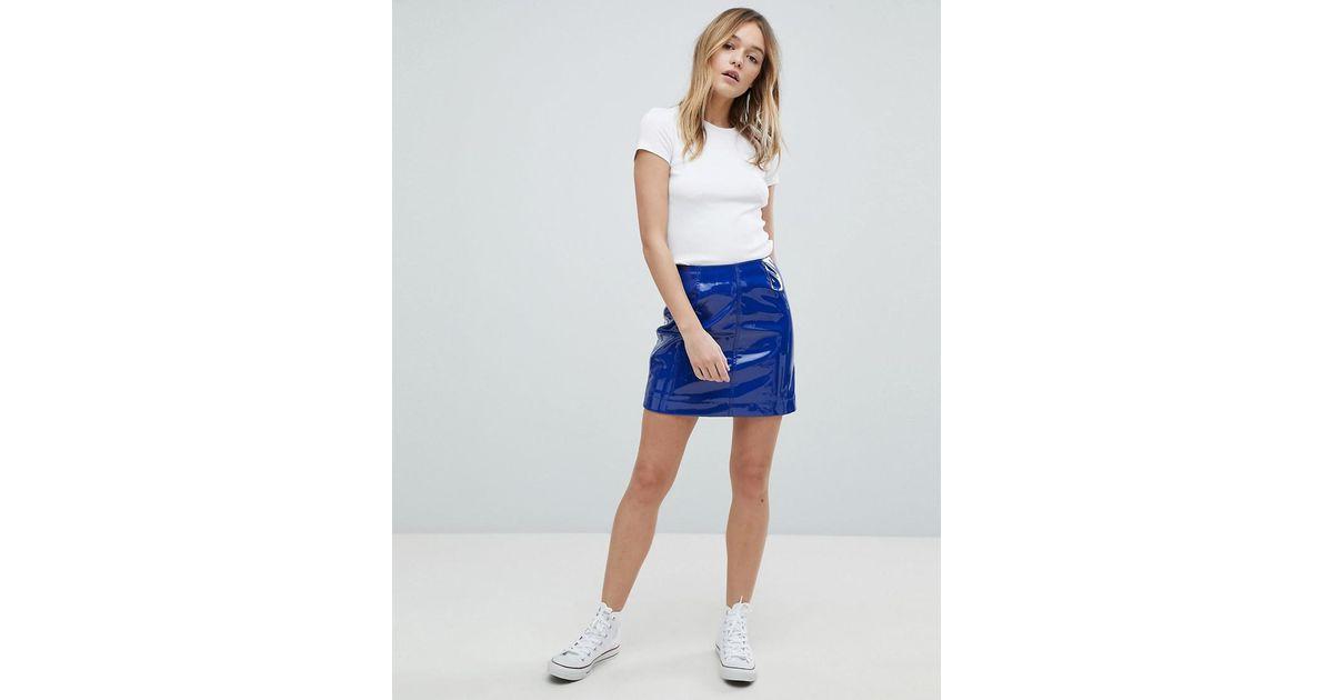meilleures baskets 556b3 a17d0 Mini-jupe vernie Monki en coloris Blue