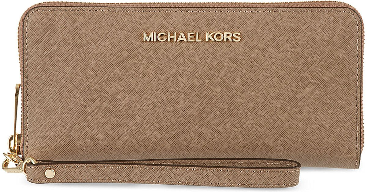 1f2e8c55664a1d MICHAEL Michael Kors Jet Set Travel Tech Continental Wallet Dark Dune in  Natural - Lyst