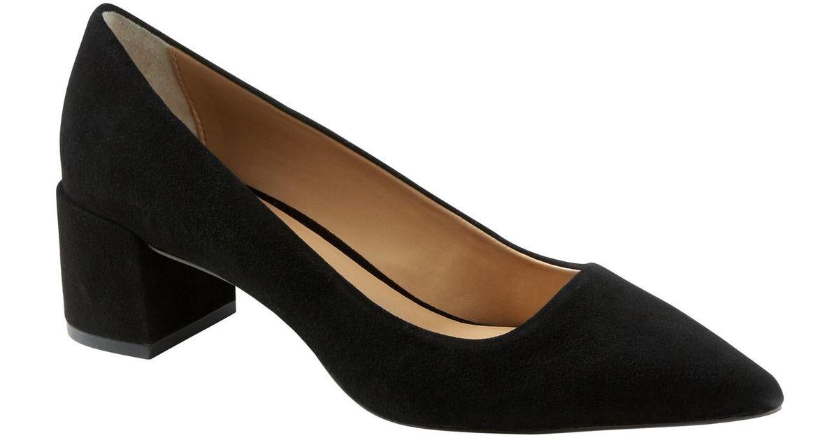 Low Block-heel Pump in Black Suede
