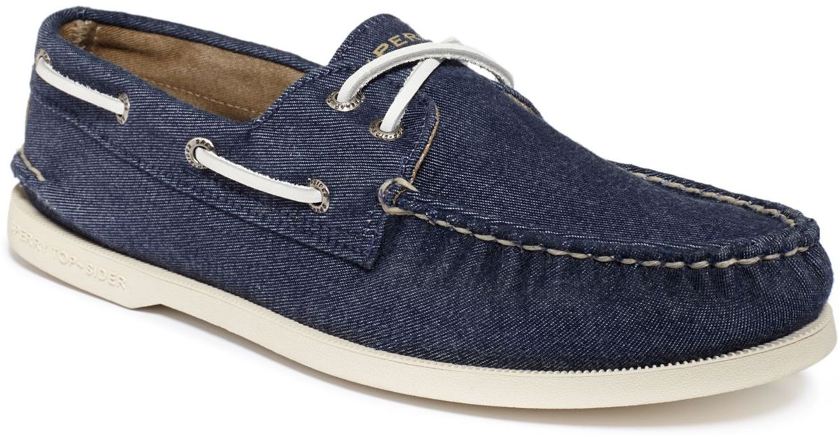 Soft Canvas Boat Shoes in Navy