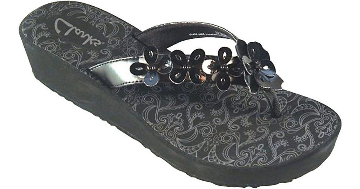 4b994efb4f Clarks Skiff Cayman Thong Sandals in Black - Lyst