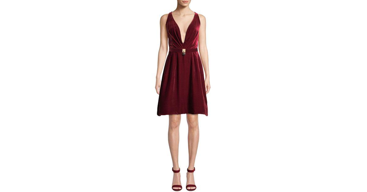 eeaacd3fd256 Lyst - Oscar de la Renta Lock-belt Deep-v Sleeveless Fit-and-flare Short  Velvet Cocktail Dress in Red