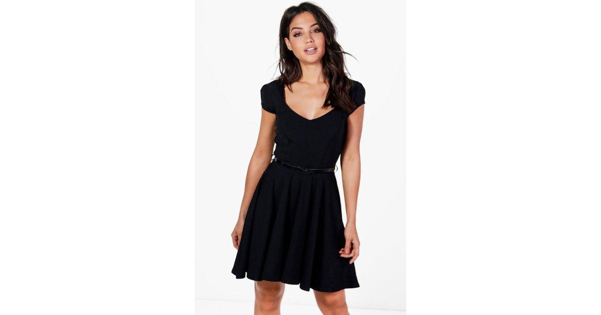 560c5267c286 Boohoo Lara Sweetheart Neck Skater Dress in Black - Lyst