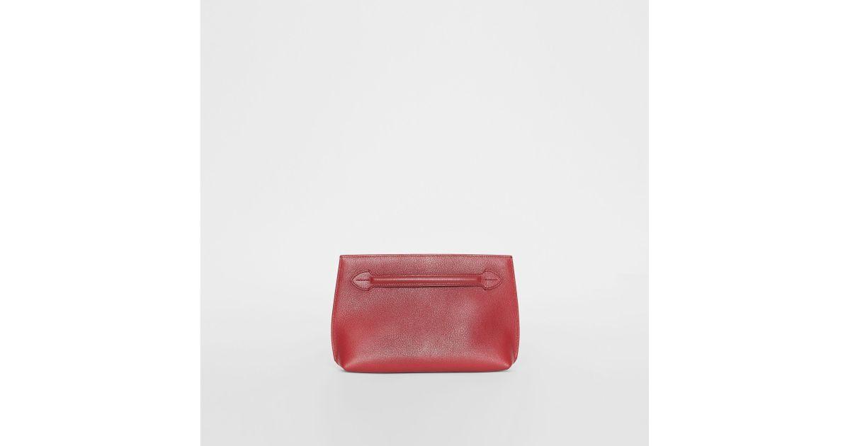 Coloris Lyst En Cuir Burberry Pochette Anse À Rouge Grainé Bracelet 8g6Pqx8