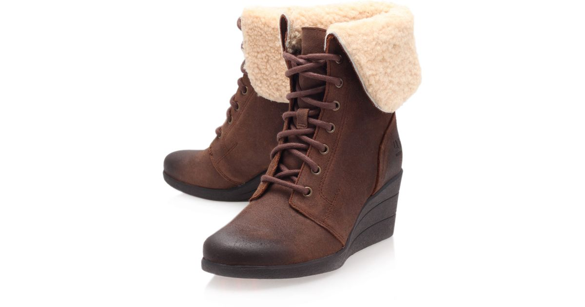 0a2de6d80dc UGG Brown Leather Zea Shearling Lace Up Ankle Boots