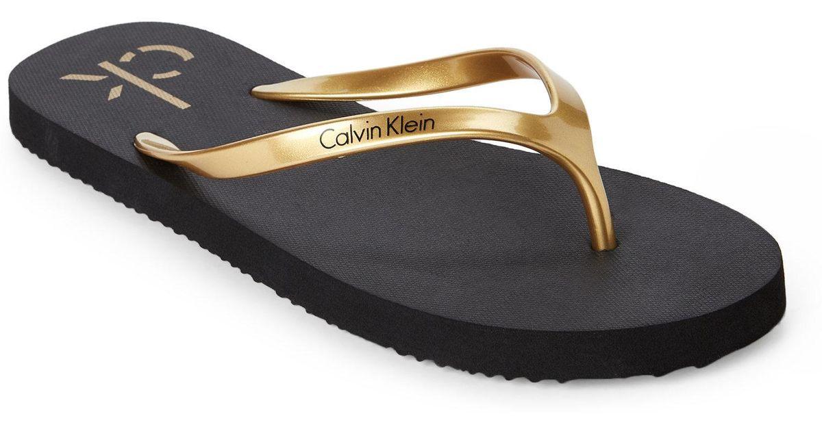 eadad6a1c CALVIN KLEIN 205W39NYC Gold & Black Sarinah Flip Flops in Black - Lyst