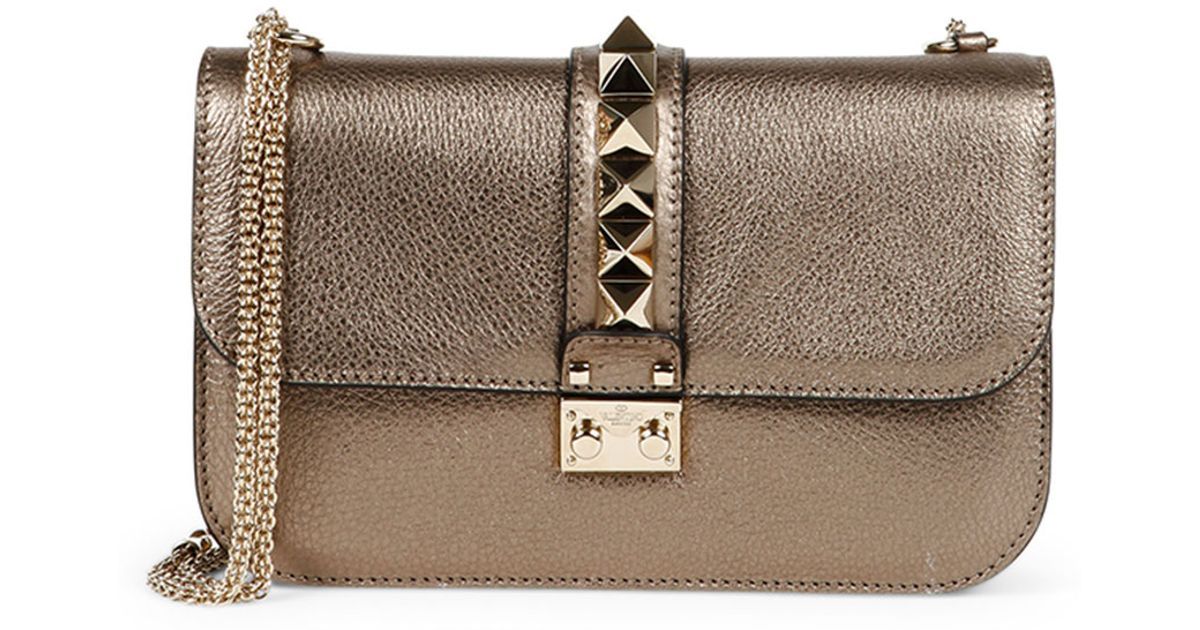 Metallic Rockstud Pouch Bag in Silver Grained Metallic Calf Valentino WeBvP1