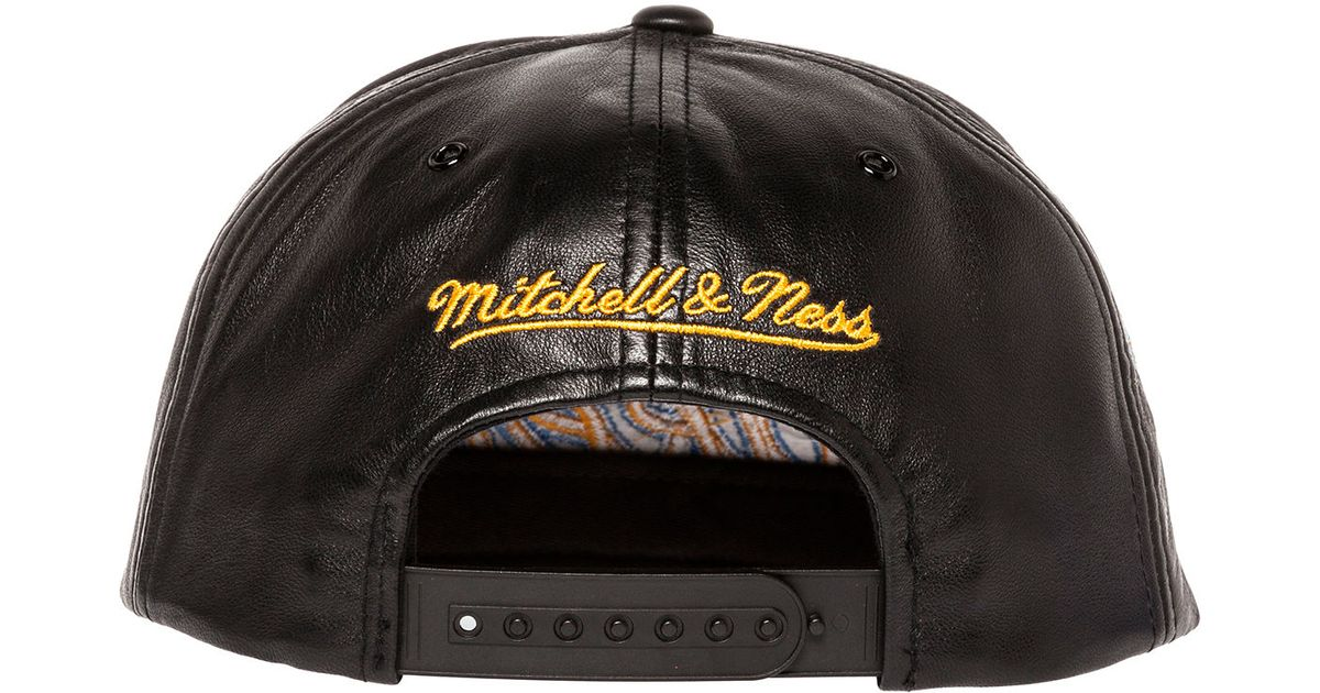 Lyst - Mitchell   Ness The Los Angeles Lakers Black Leather Script Snapback  in Black for Men 1a2d0c064a9