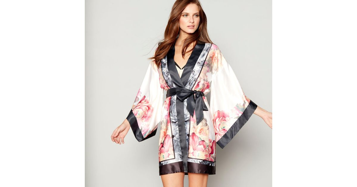 Ted Baker Light Pink Floral Print Satin \'painted Posey\' Kimono ...