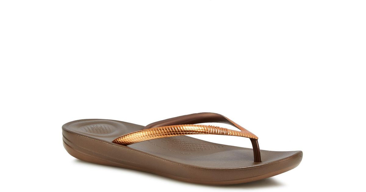 91f2bcbaa948 Fitflop Bronze  mirror  Iqushion Flip Flops in Brown - Lyst