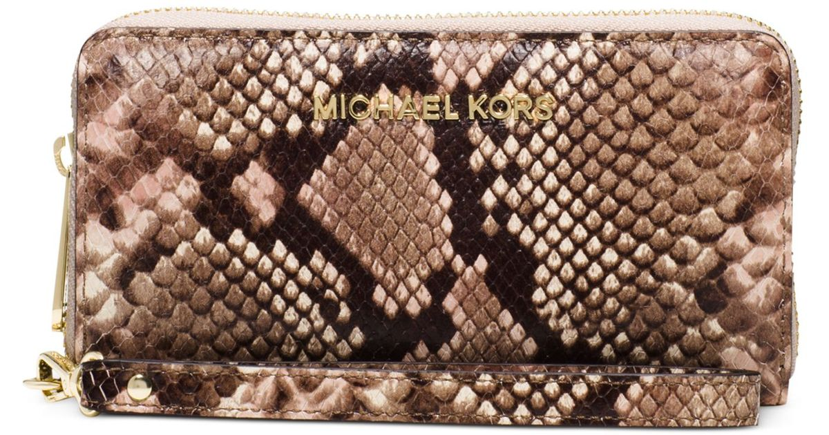 054032d1dac1 Lyst - Michael Kors Michael Jet Set Travel Large Coin Multifunction Phone  Case in Metallic