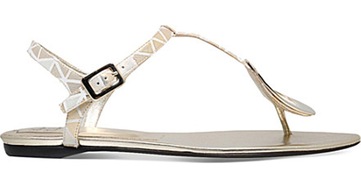 ff264cf603709c Lyst - Roger Vivier Chips Leather Flat Sandals in White