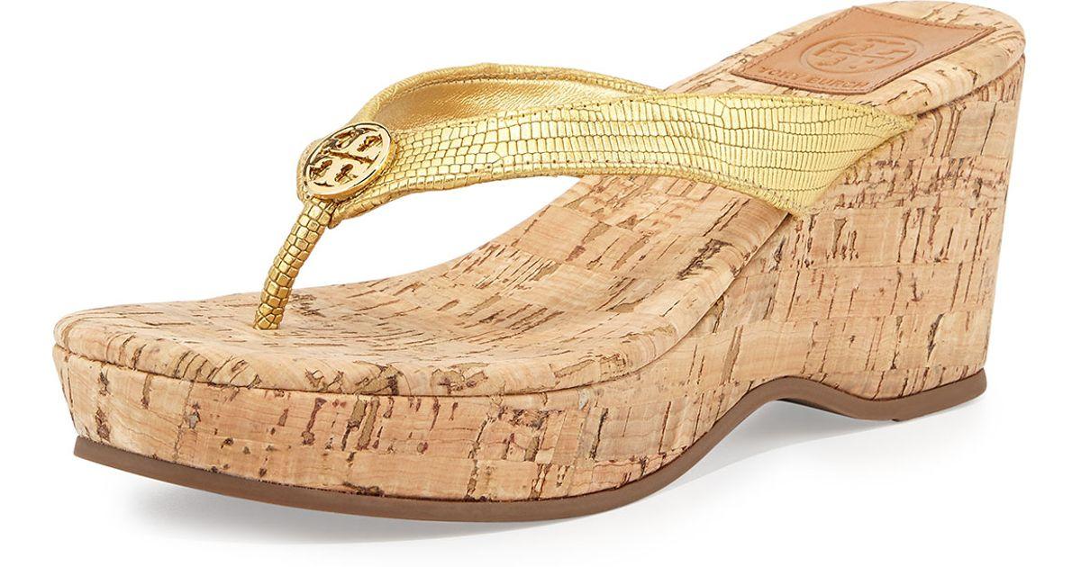 bd5a64dae14ac Lyst - Tory Burch Suzy Cork Wedge Thong Sandal Gold in Metallic
