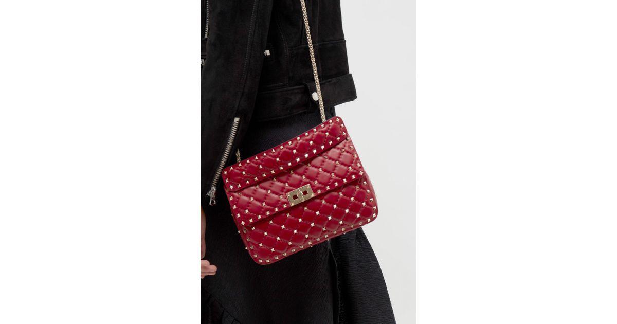 7ef936ff87a Lyst - Valentino Rockstud Spike Medium Chain Bag in Red