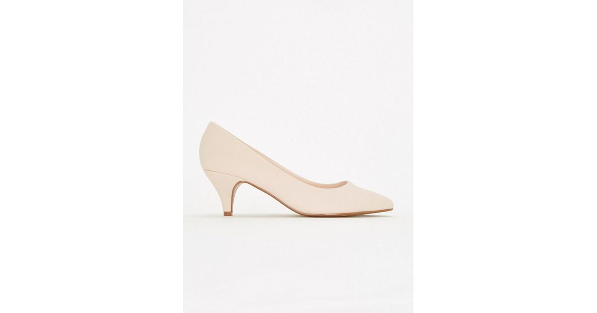 38e64d9bcca Evans Extra Wide Fit Nude Kitten Heel Court Shoes in Natural - Lyst