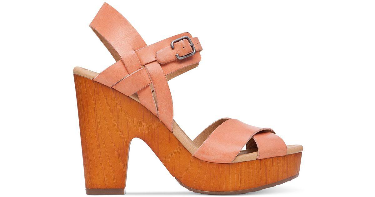 031704e0f4914 Lucky Brand Women's Nova Clog Sandals in Pink - Lyst