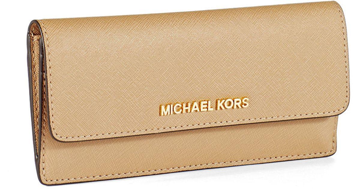 360e7b616551 MICHAEL Michael Kors Jet Set Leather Travel Flat Wallet in Natural - Lyst